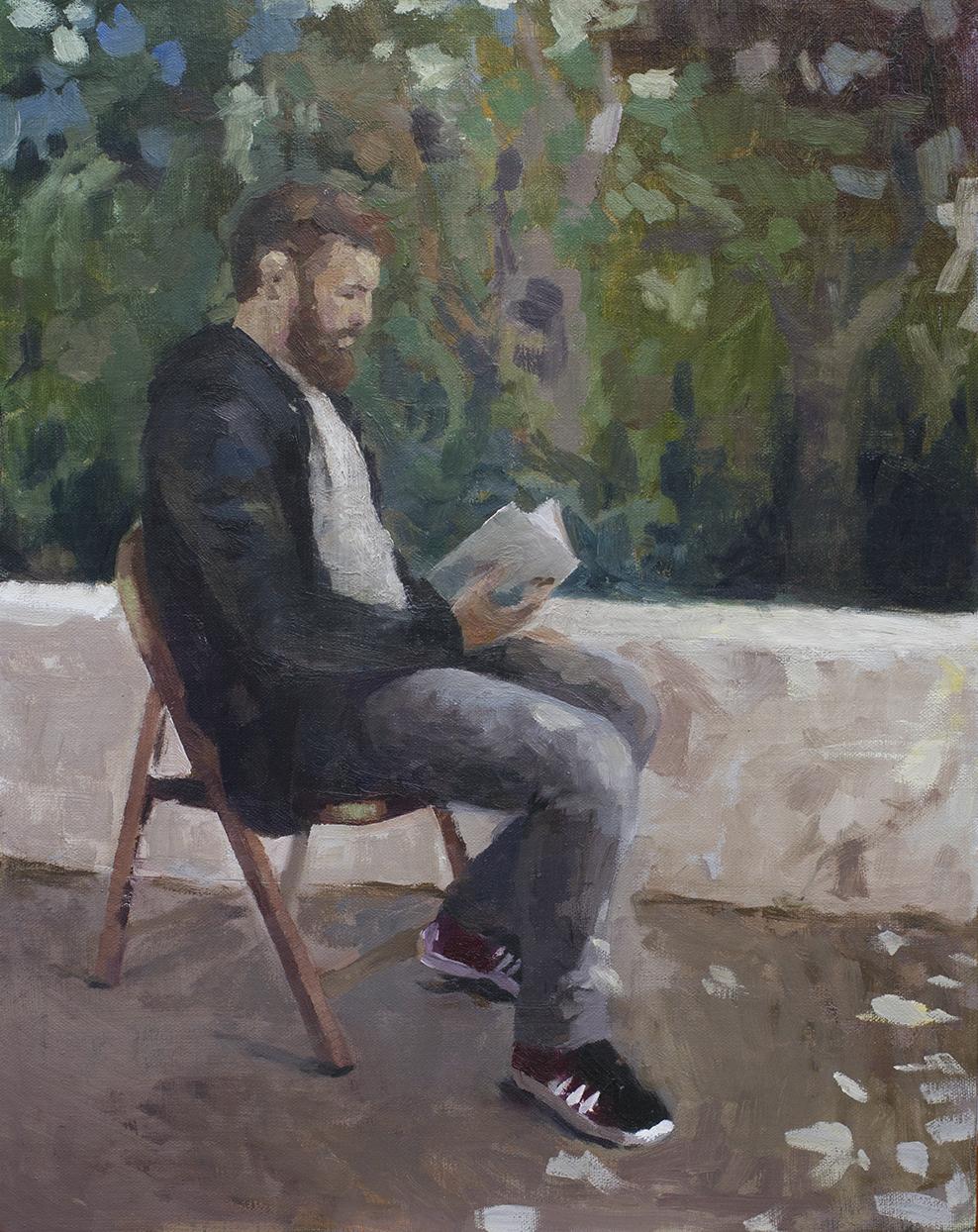 Lautaro leyendo a la sombra